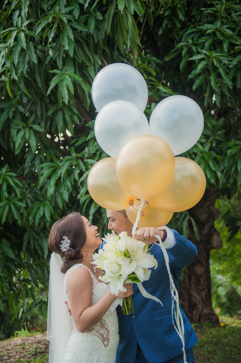 Wedding couple with gold and white balloons