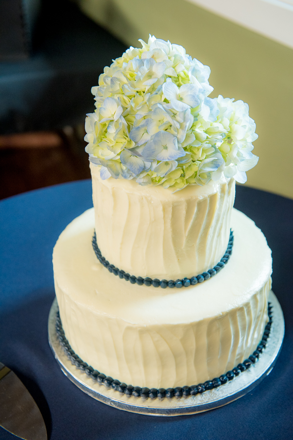 Blue themed wedding cake with hydrangeas